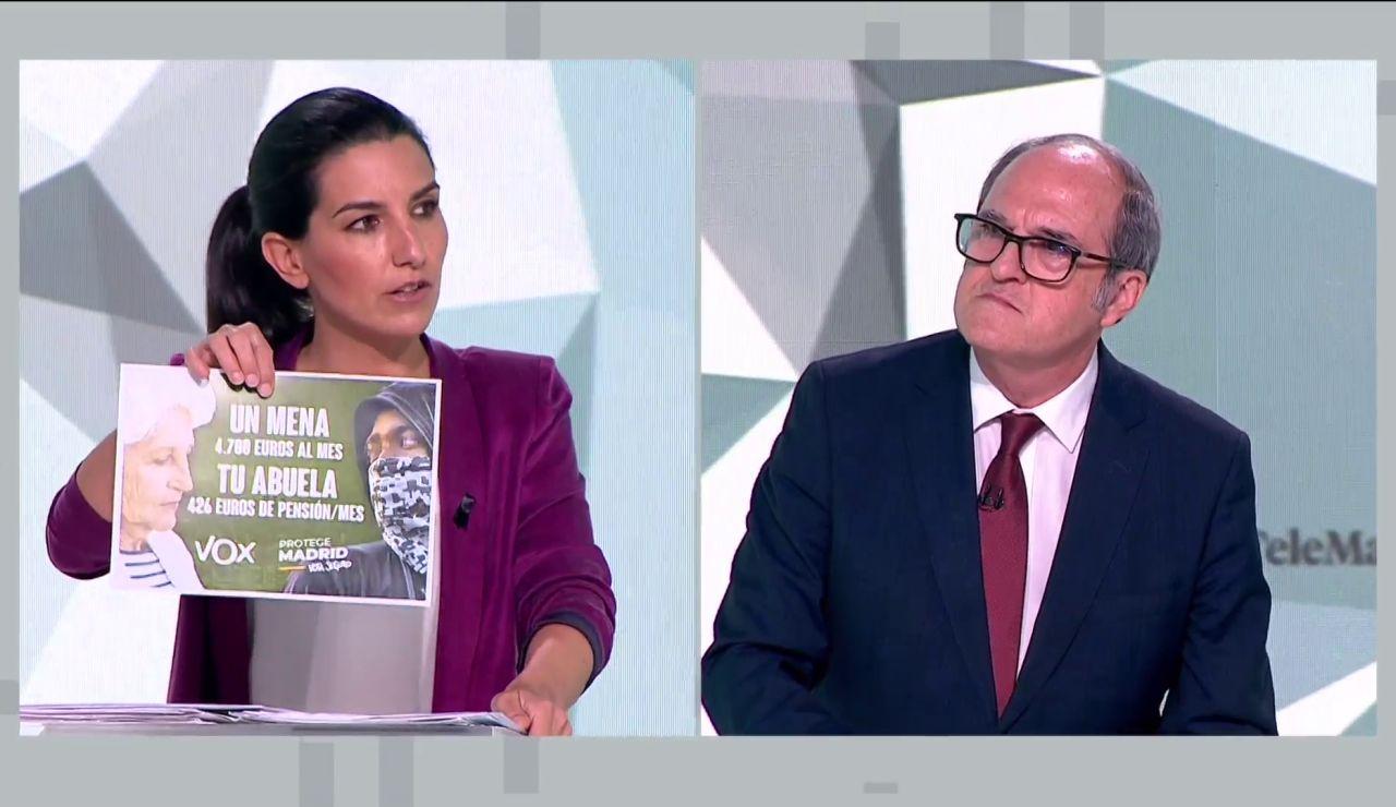 Rocío Monasterio muestra en el debate el cartel electoral de Vox para las elecciones en Madrid