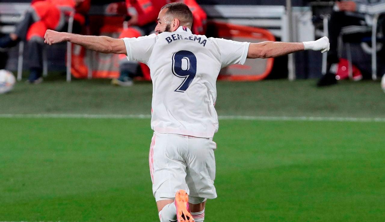 El Real Madrid golea al Cádiz en el Carranza y duerme líder de la Liga