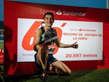 Dani Mateo pulveriza el récord de España de la hora en pista con 20.597 metros