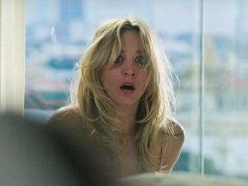 Kaley Cuoco como Cassie Bowden en 'The Flight Attendant'