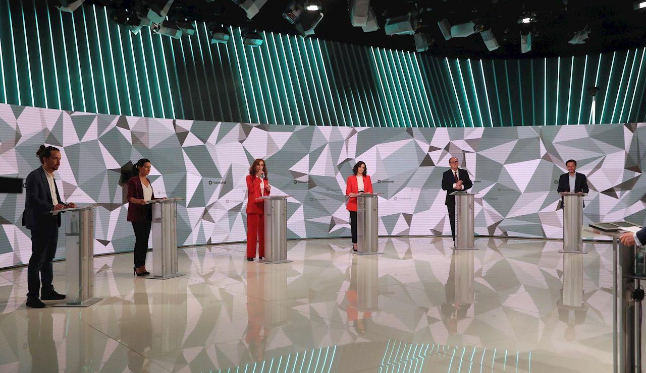 Los candidatos a la presidencia de la Comunidad de Madrid antes del inicio del debate que se celebra hoy miércoles en los estudios de Telemadrid
