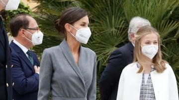La princesa Leonor reaparece con un abrigo de la reina Letizia
