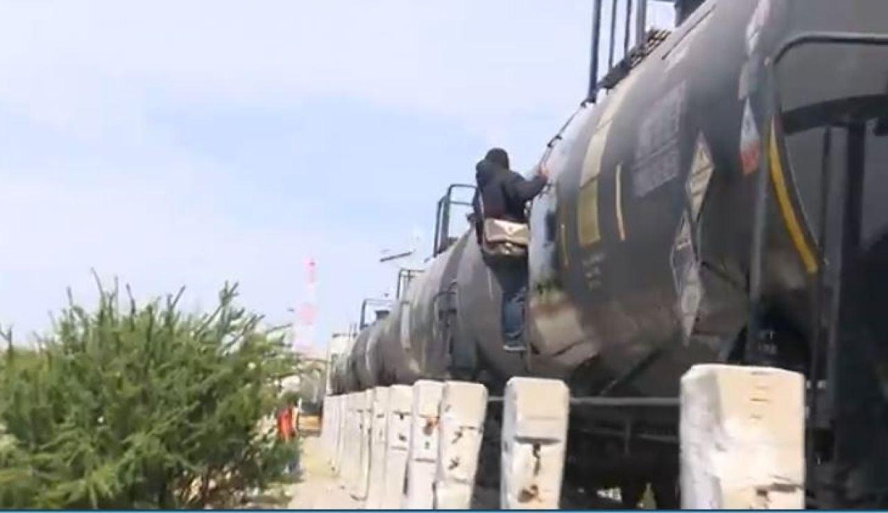 Persona en el 'tren la bestia' tratando de cruzar la frontera a Estados Unidos