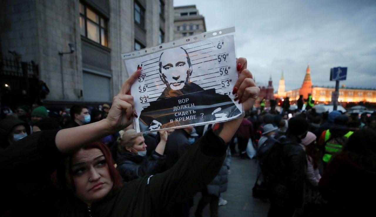 Miles de personas protestan contra Putin y reclaman la liberación Navalni en Rusia