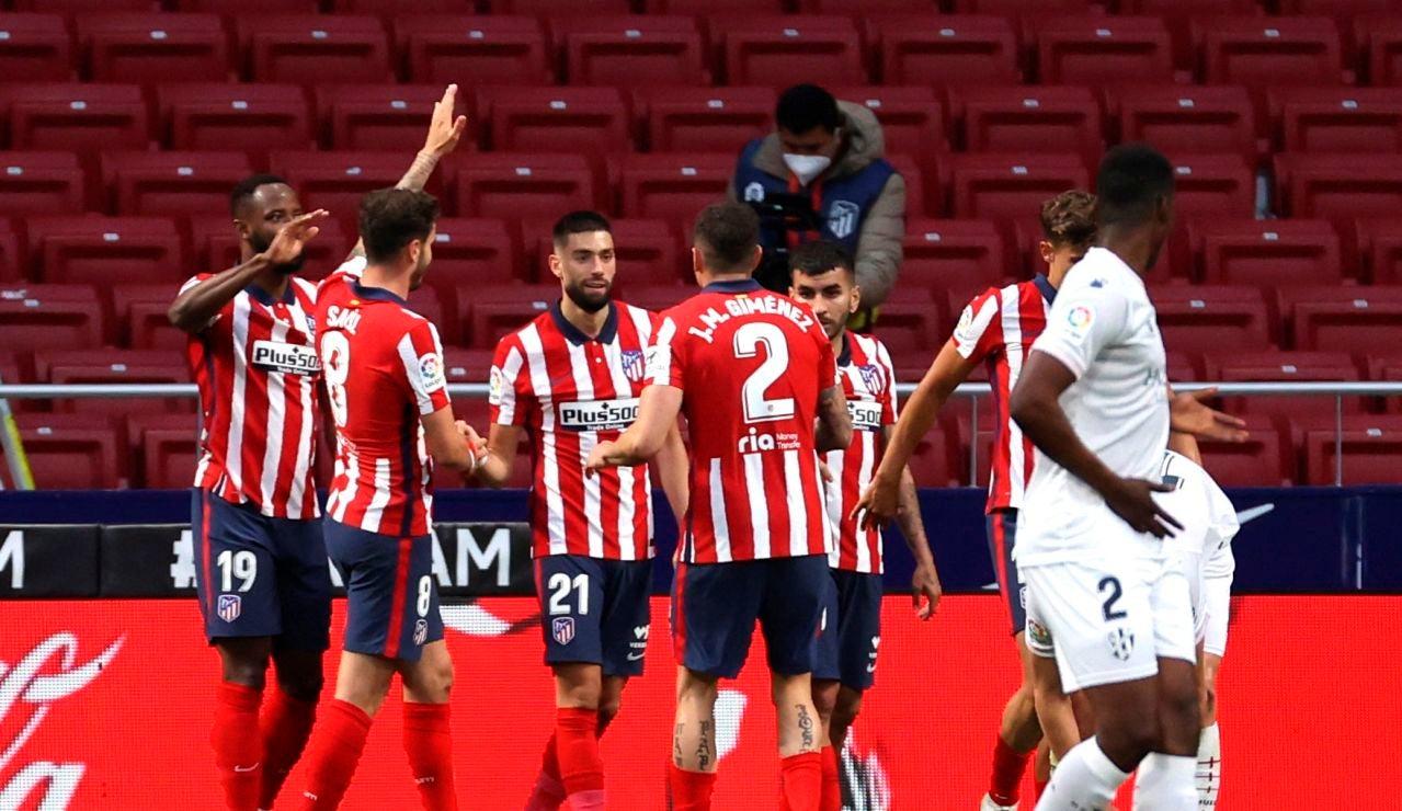 Correa y Carrasco devuelven al Atlético al liderato de la Liga