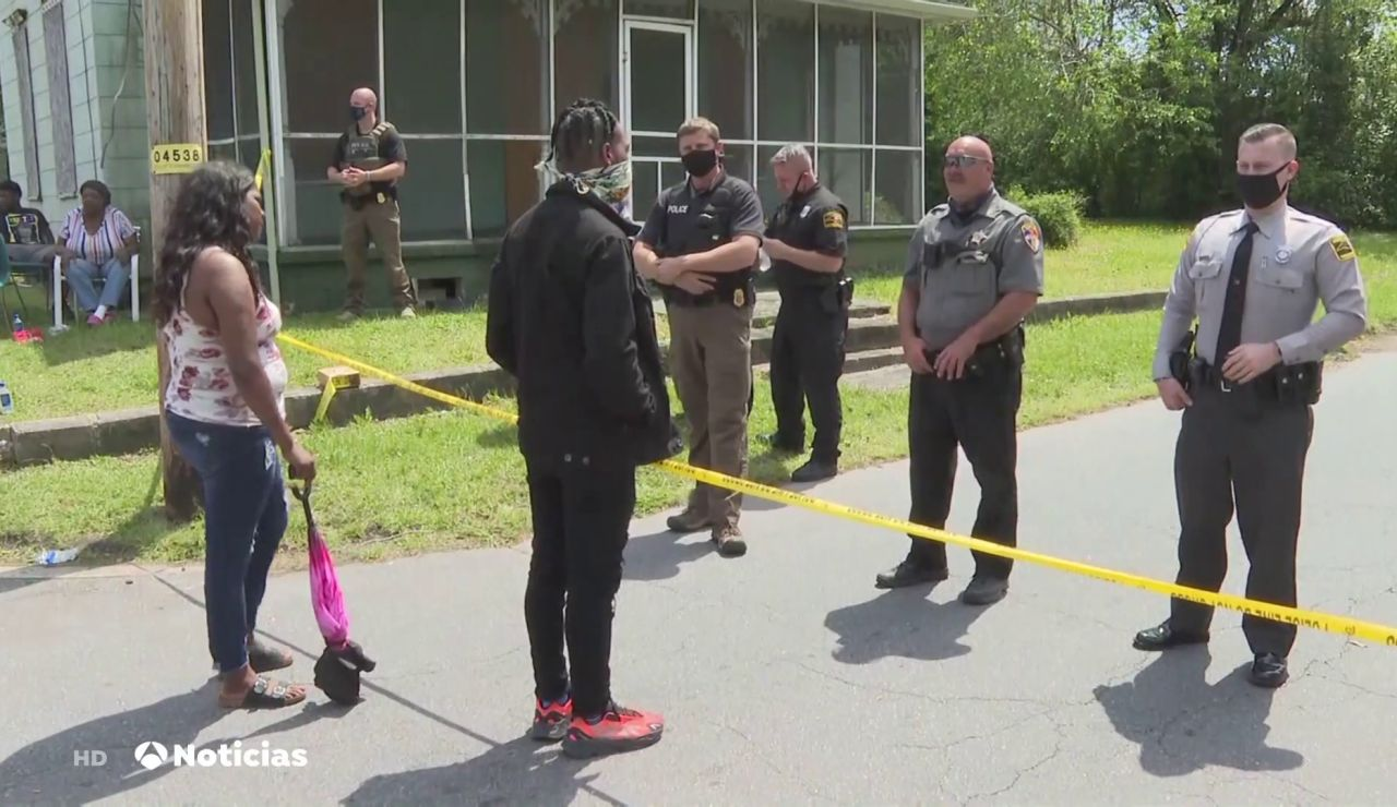 Un policía mata a un hombre negro de 40 años, padre de 10 hijos, durante un registro en Carolina del Norte