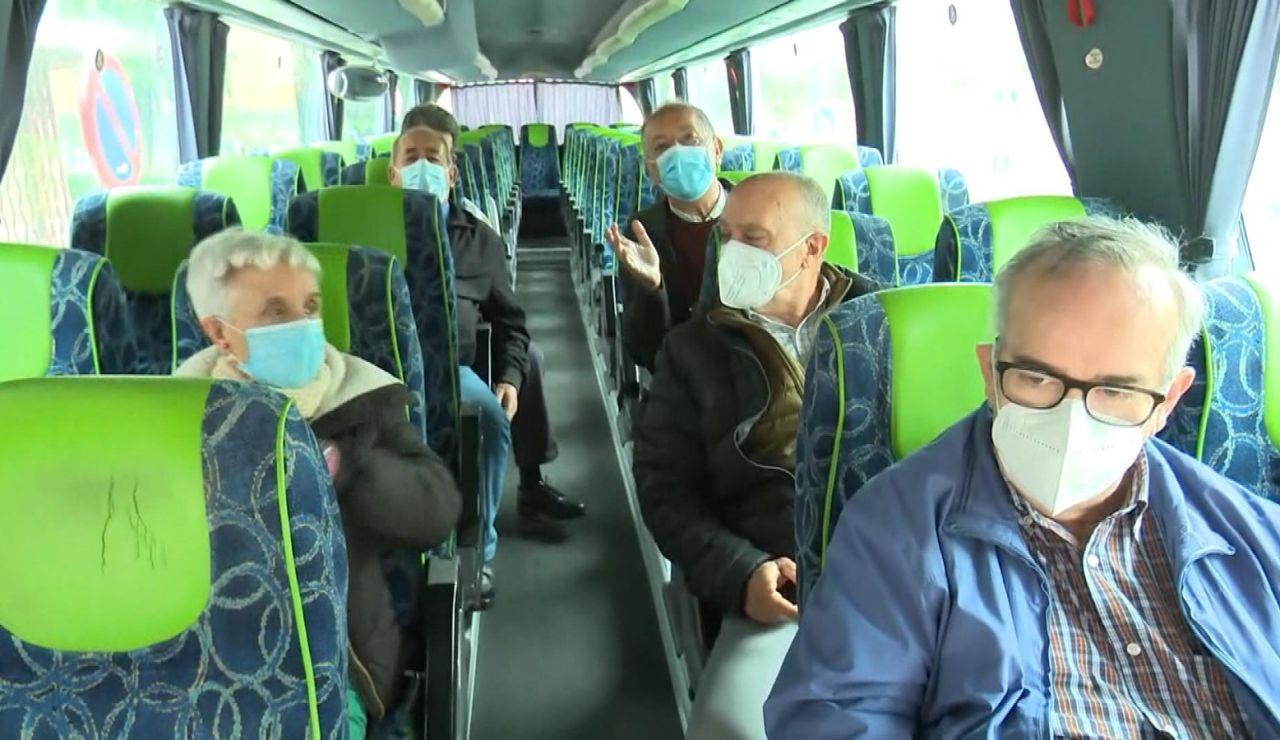 Viajeros de los autobuses burbuja