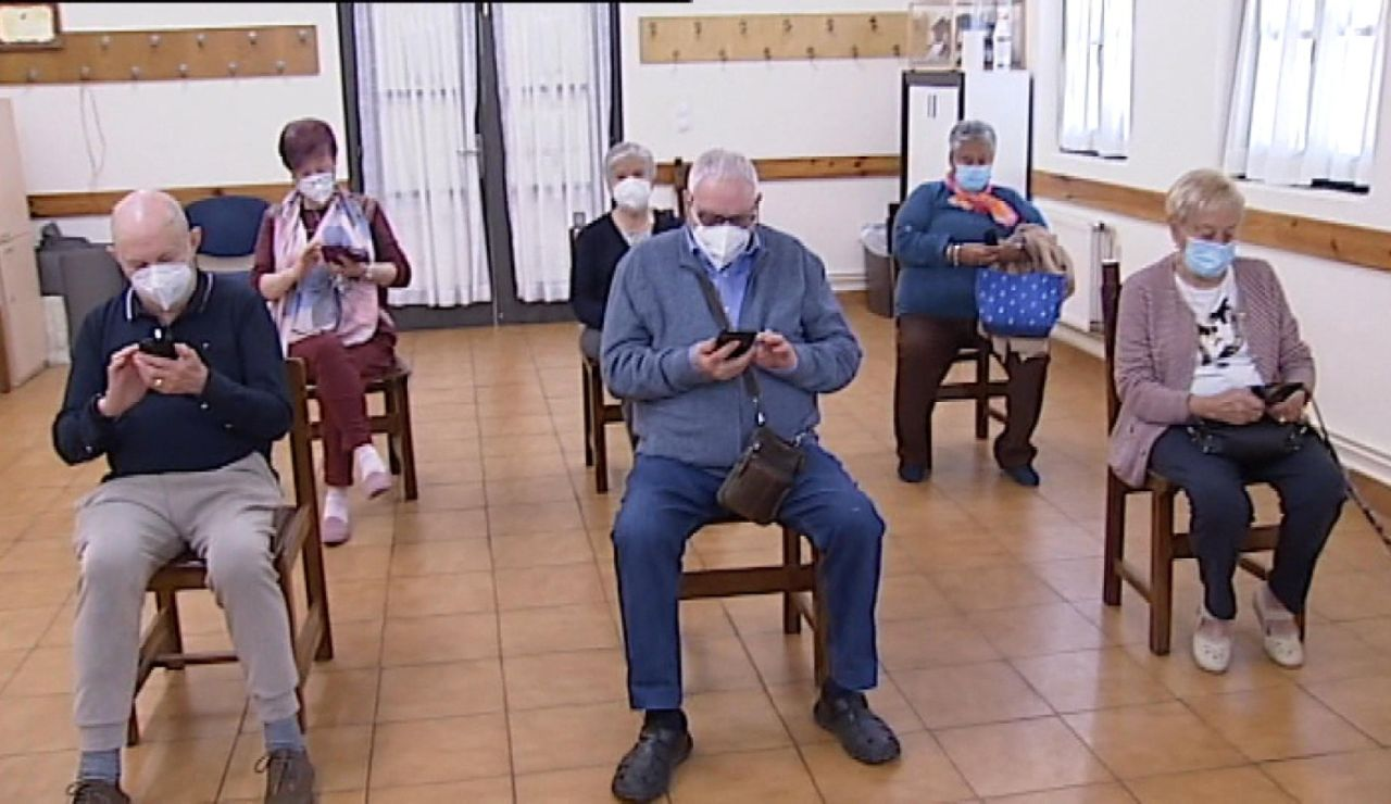 Clases para enseñar a los mayores a utilizar el móvil