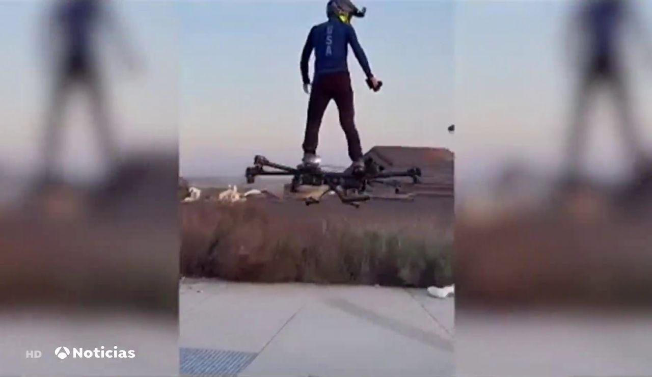 Inventan el dron 'portapersonas' y lo estrenan con éxito en Los Ángeles