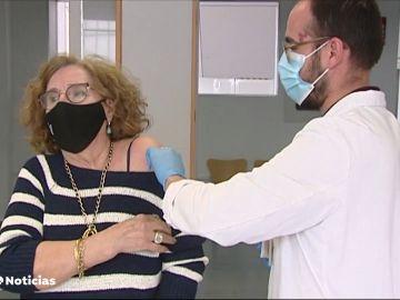 Así actúan los sanitarios con las personas que se vacunan tras haber rechazado las dosis en su turno