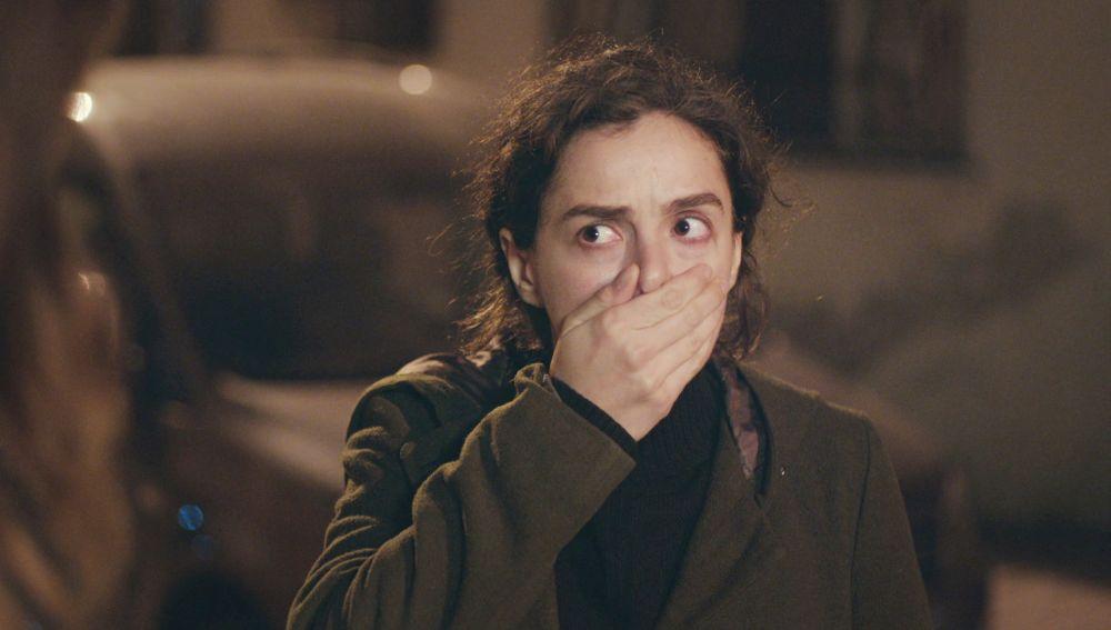 Bahar se da cuenta del secreto de las cacerolas de Cem en 'Mujer'