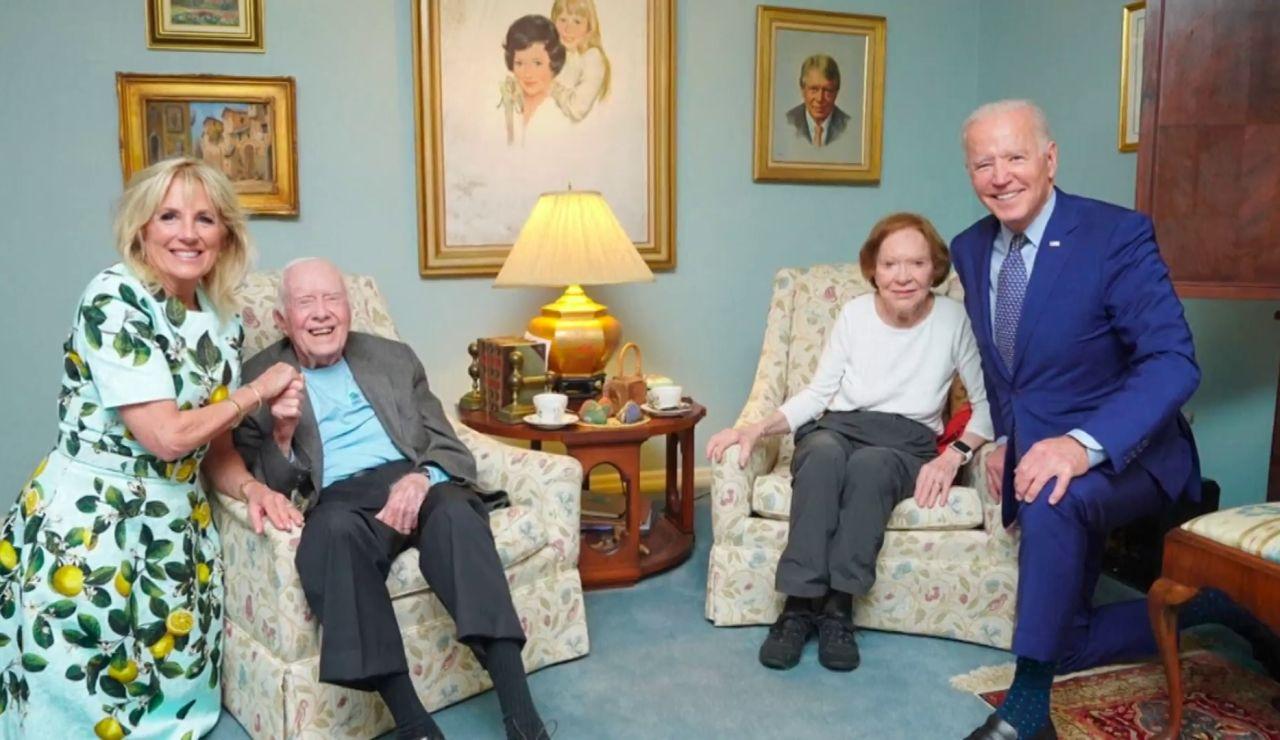 La extraña foto de Jill y Joe Biden con Jimmy Carter y su esposa que se ha vuelto viral