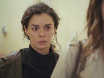 Un golpe de suerte salva a Bahar y Ceyda de ser detenidas en 'Mujer'
