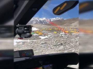 Alpinistas denuncian el uso de helicópteros en el Everest