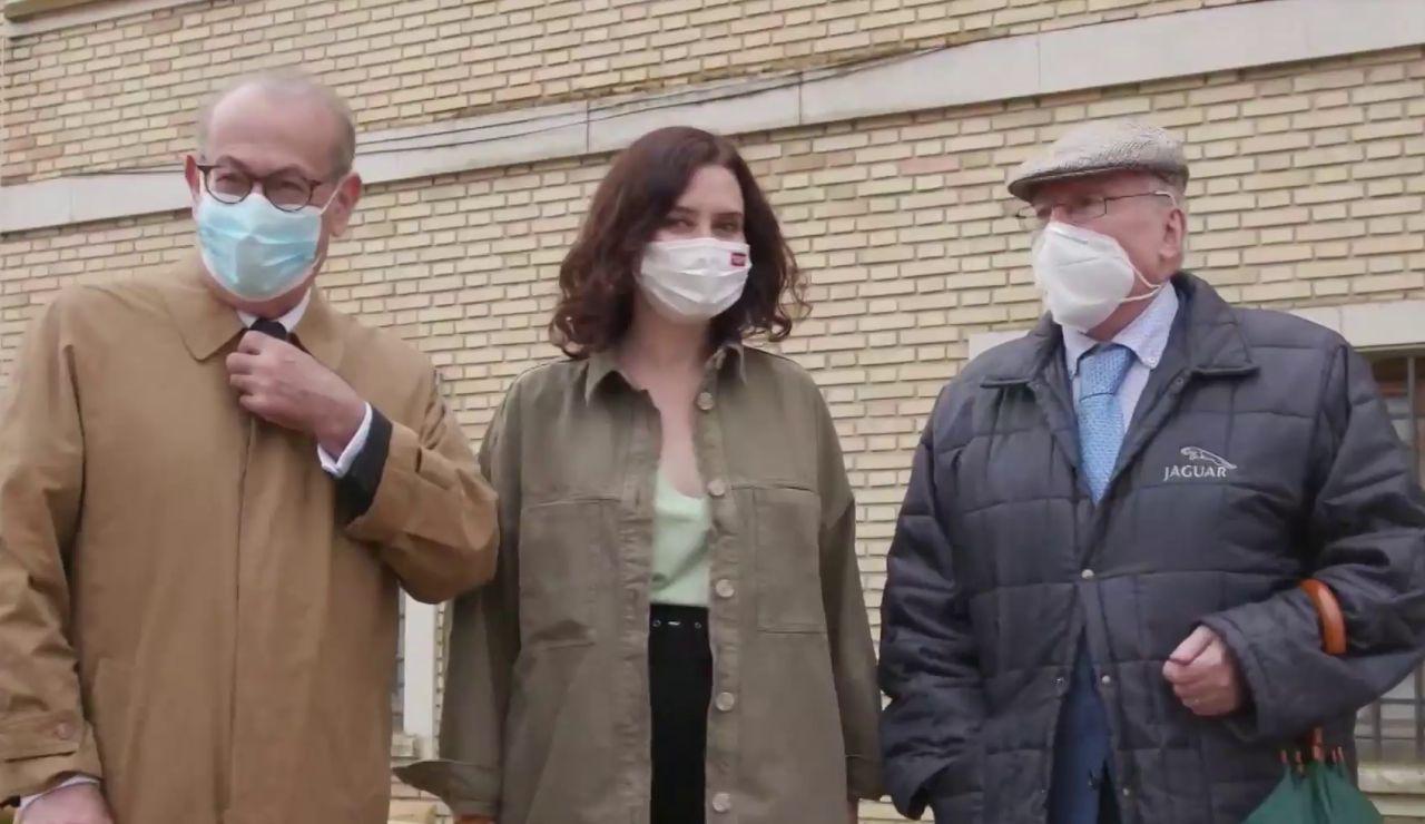 El PSOE ha expulsado a los históricos socialistas Joaquín Leguina y Nicolás Redondo Terreros después de que ambos posaran en un acto con la presidenta de la Comunidad de Madrid, Isabel Díaz Ayuso, en la campaña de las elecciones de Madrid.