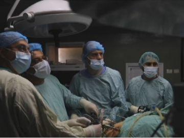 El cirujano gallego que opera en Gaza con una técnica revolucionaria