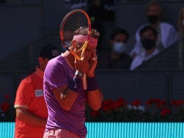 Zverev doblega a Rafa Nadal en el Mutua Madrid Open y se mete en semifinales