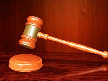 La Justicia gallega niega la pensión de orfandad a un hombre de 50 años al que habían mantenido sus padres