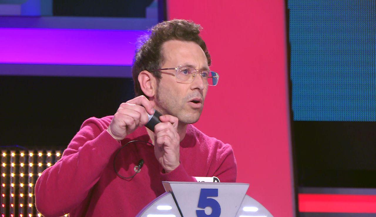 """Arturo Valls, desconcertado ante la broma de un concursante: """"Es para tirarlo"""""""