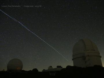 Paso de los satélites Starlink, propiedad de Elon Musk