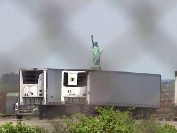 750 cuerpos de víctimas de coronavirus continúan en camiones de Nueva York a la espera de ser reclamados
