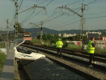 Una mujer resulta herida al estrellarse la avioneta que pilotaba en las proximidades del aeropuerto en Sabadell