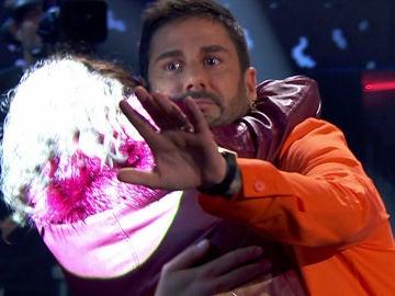 Una fan del público se lanza a los brazos Melendi en 'La Voz Kids'