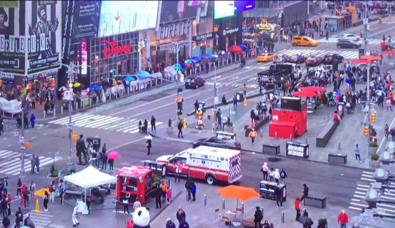 Dos mujeres y una niña de 4 años resultan heridas en un tiroteo en Times Square