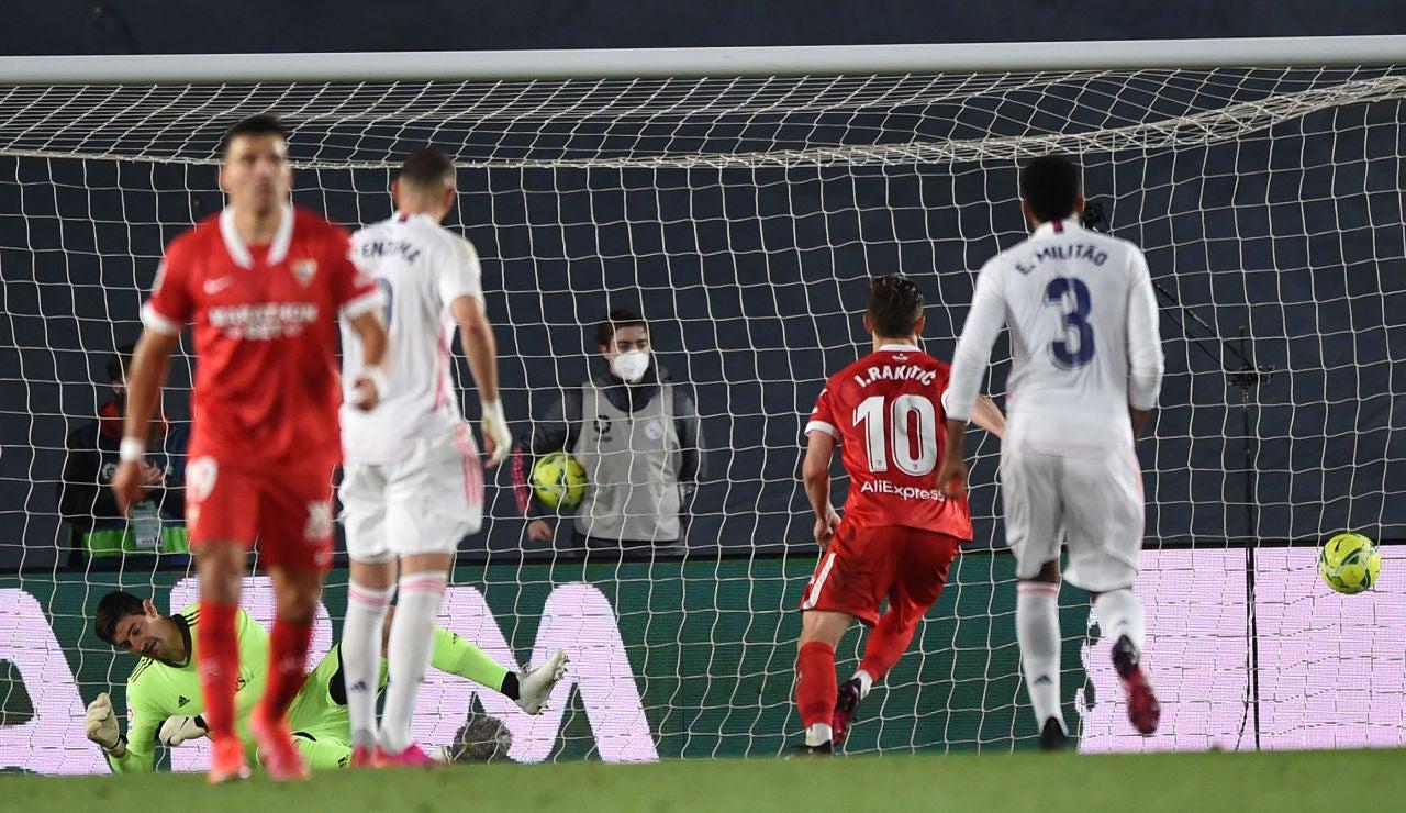 El Sevilla conquista el Di Stéfano y deja al Real Madrid lejos de la Liga