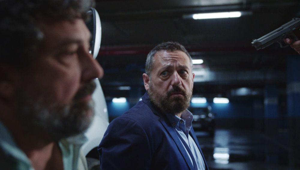 Paco y Mariano se ven involucrados en una peligrosa trama rusa
