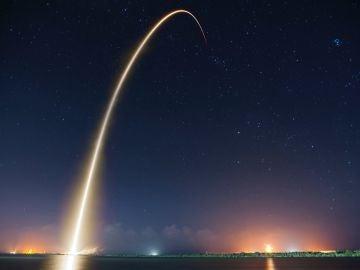Despegue de cohete espacial