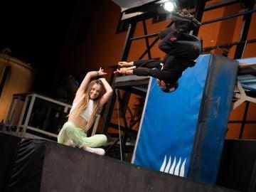 Twin Melody se la juegan en 'El Hormiguero 3.0' con una peligrosa acrobacia en patines