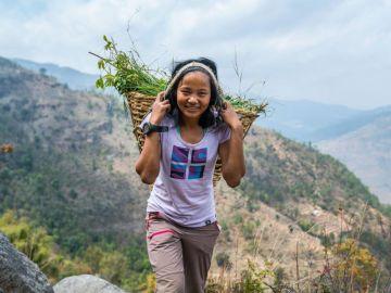 La increíble historia de la nepalí Mira Rai, de niña soldado a estrella del ultramaratón