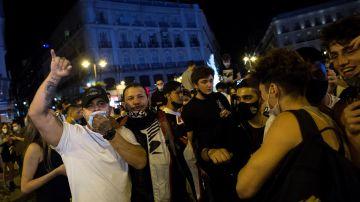 Ambiente en la Puerta del Sol de Madrid tras el fin del estado de alarma