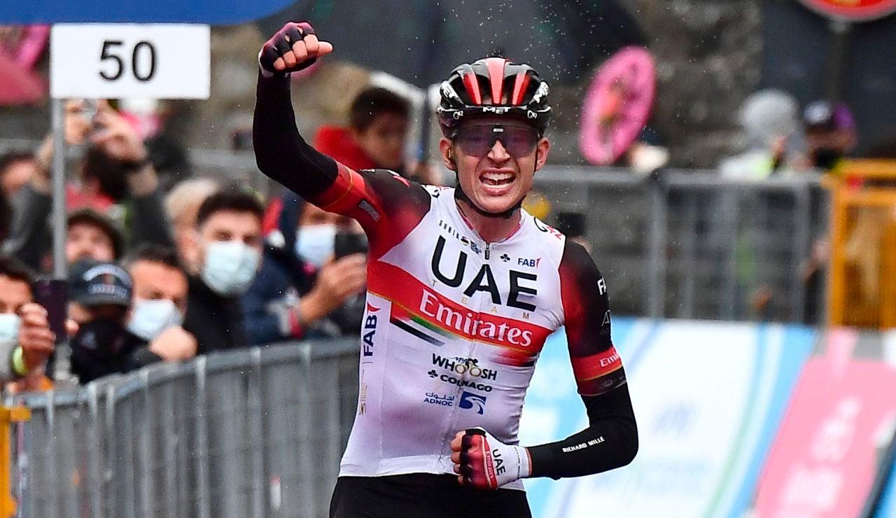 Joe Dombrowski celebra la victoria en la etapa 4 del Giro de Italia