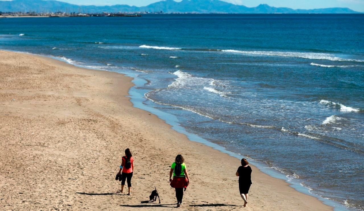 Encuesta: ¿Qué le pides a una playa para que se merezca la bandera azul?