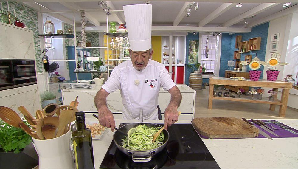 El truco de Karlos Arguiñano para cortar el calabacín en forma de espaguetis