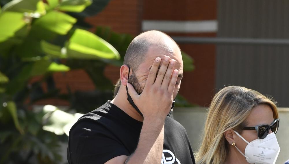 Antonio Tejado, roto en el entierro de su padre