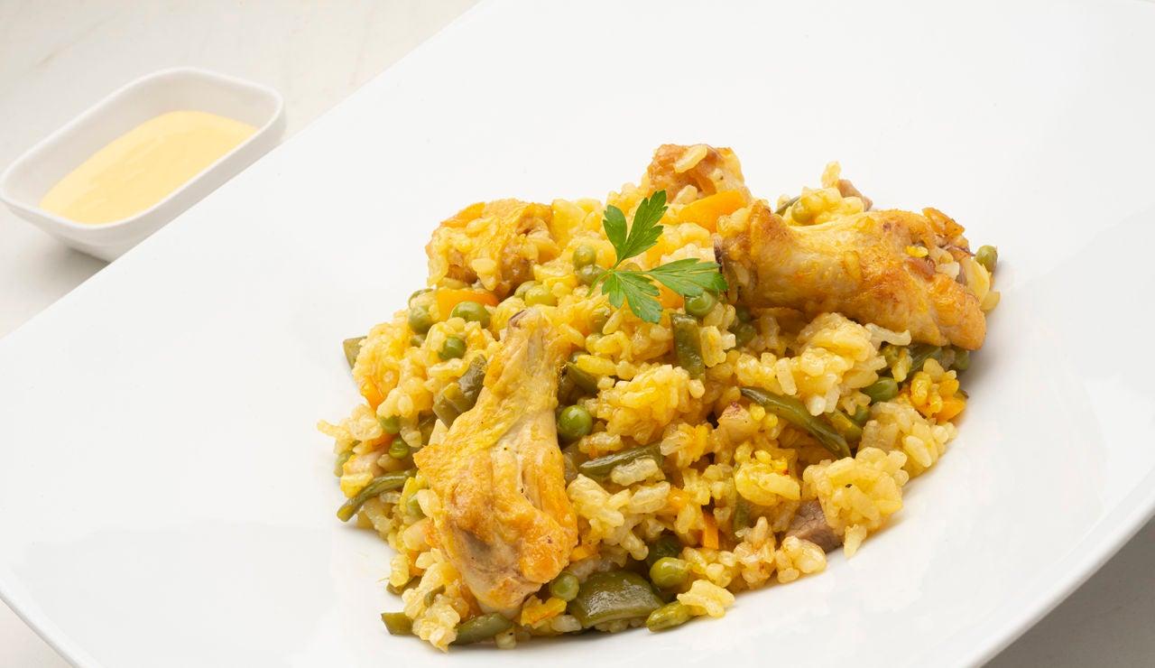 """Arroz con pollo al horno, la receta """"socorrida y fácil de hacer"""" de Karlos Arguiñano"""