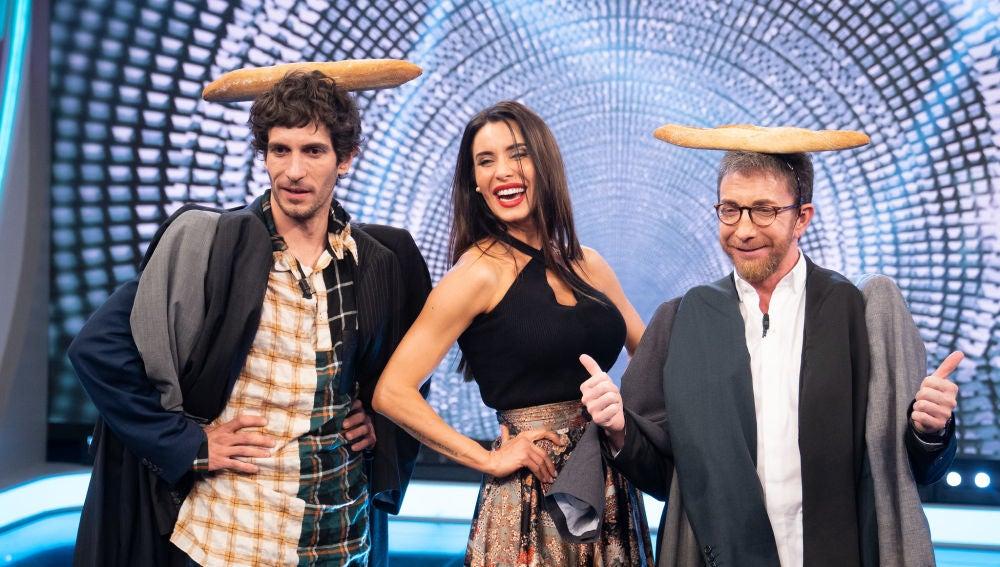 Chaquetas con mil mangas y el tocado pan, las tendencias de Pilar Rubio que conquistan a Quim Gutiérrez