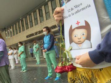 Un minuto de silencio para recordar al personal de enfermería que murió por coronavirus