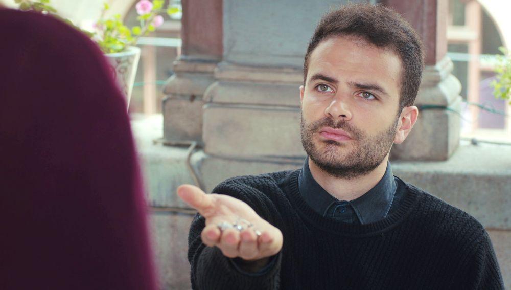 La sorprendente reacción de Raif ante una Ceyda arrepentida por robar