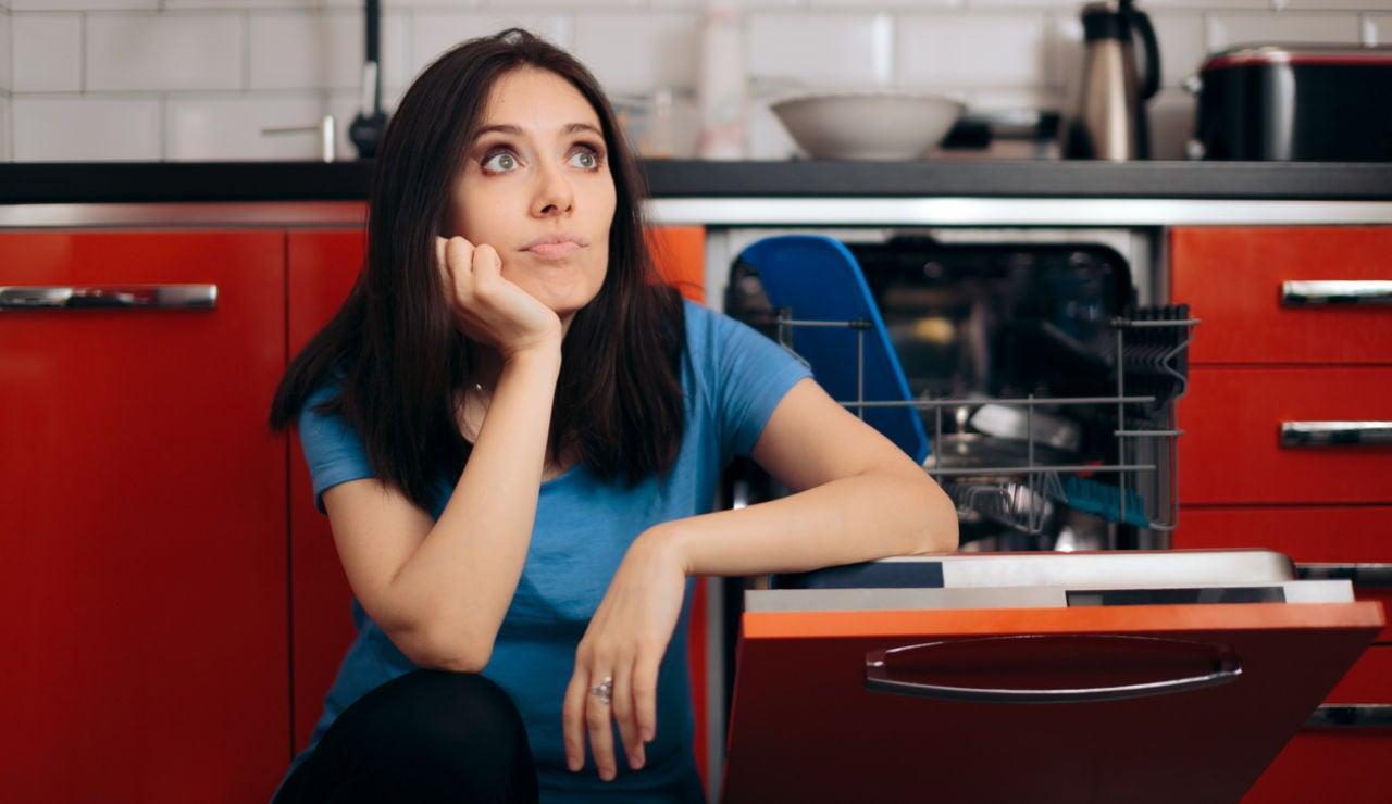 Consejos para limpiar esos utensilios y electrodomésticos que no puedes meter en el lavavajillas