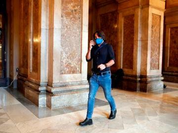 Francesc de Dalmases, de JxCat, en los pasillos del Parlament