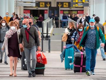 Viajeros en el aeropuerto de Baleares