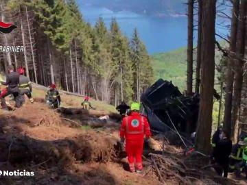 Al menos 14 muertos y 1 herido grave en la caída de un teleférico en Italia