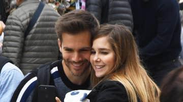 Natalia Sánchez y Marc Clotet junto a su hijo