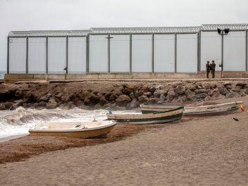 Playa El Tarajal en Ceuta, frontera con Marruecos