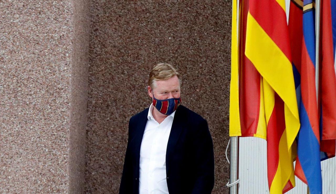 Ronald Koeman sigue de momento al frente del Barcelona tras su reunión con Joan Laporta