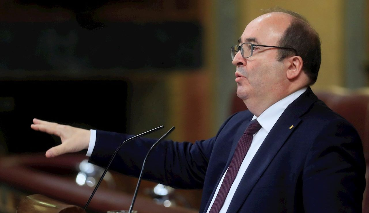 El ministro de Política Territorial y Función Pública, Miquel Iceta, durante su intervención en la sesión de control al Ejecutivo de este miércoles en el Congreso